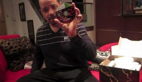 ¿Quieres ver un unboxing de GOW 3? Ice T te lo enseña todo.