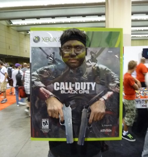 Cosplay de portada de Call of Duty Black Ops. Tal y como suena.