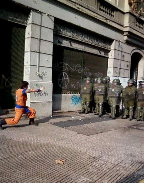 Tranquilos, lo de Grecia lo arregla Goku