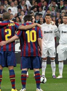 AKB simula el Barcelona VS. Real Madrid con FIFA 14 y PES 6