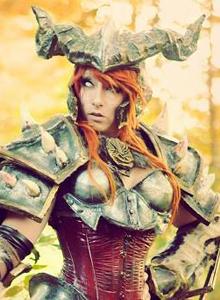 Alucinante cosplay femenino de Bárbaro de Diablo III