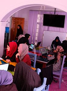 La guerra y el futuro de unas jóvenes con Code to Inspire
